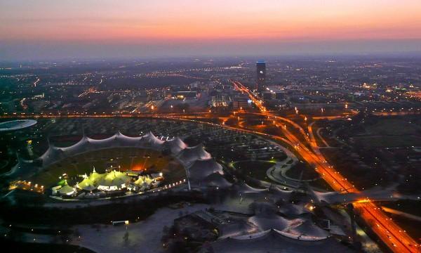 Olympiazentrum München bei Nacht