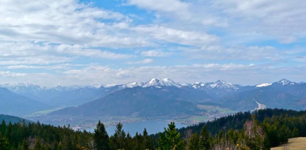 Aussicht auf den Tegernsee und die bayerischen Alpen
