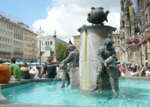 muenchen-marienplatz-fischbrunnen