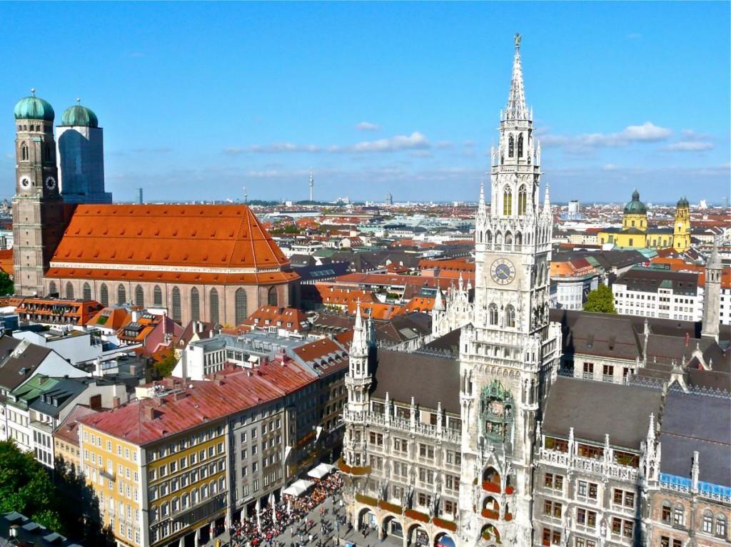 Aussicht auf Sehenswürdigkeiten in München vom Alten Peter